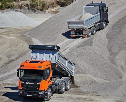 Saiba os cuidados necessários para operar com caminhões basculantes